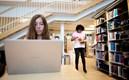 Studenter pluggar i biblioteket på Hälsa och Samhälle.